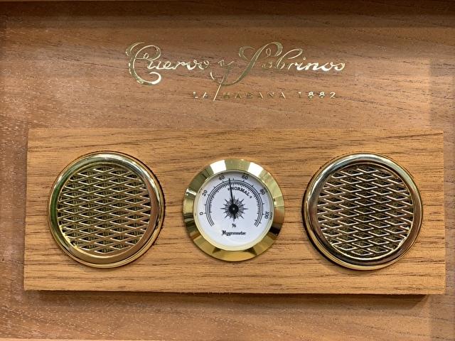 クエルボ・イ・ソブリノスのヒュミドールの湿度計
